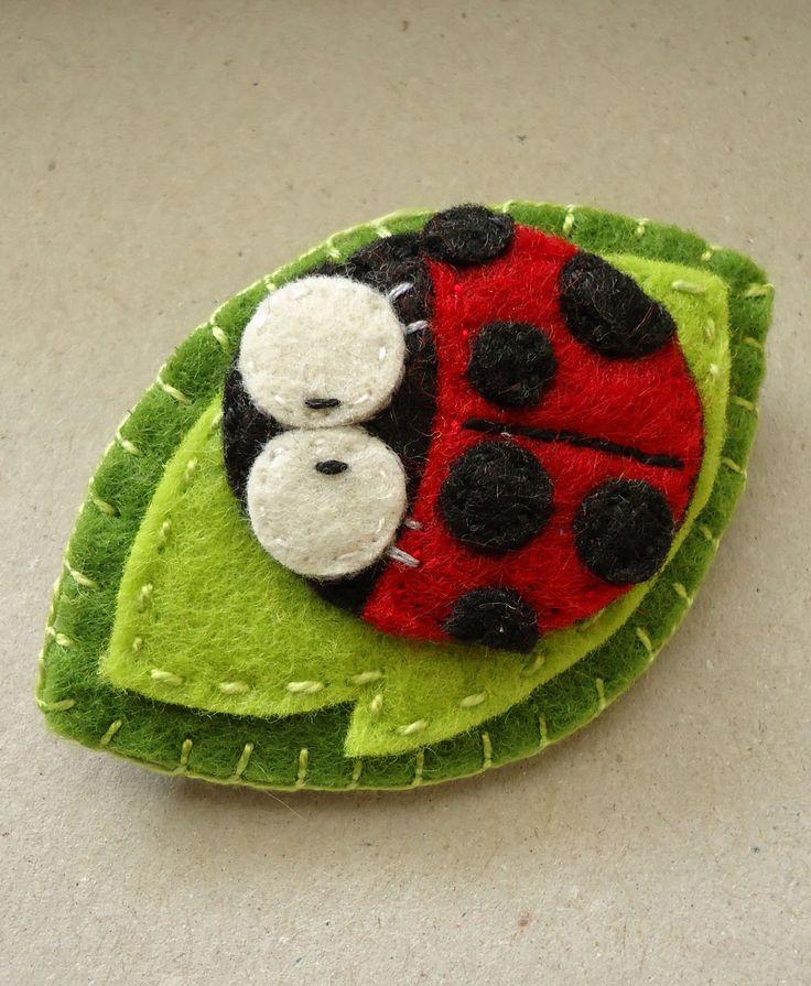 Felt ladybug - by Meia Lua