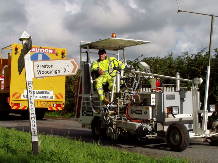 HOFMANN H18-1 road marking machine for thermoplastics, with 2 extruders and screed box, 300 lts http://www.hofmannmarking.de/en/galerie.php?bereich=p&id=10