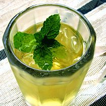 Home-Brewed Iced Tea with Fresh Mint. Easy! Refreshing!