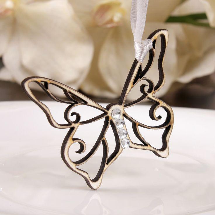 Niepowtarzalne weselne motylki wykonane z drewna. Posiadają cyrkonie.  To wyjątkowa pamiątka, która sprawi że goście długo będa wspominać Państwa wesele.