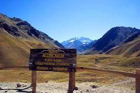 Al final del Parque Aconcagua esta el «Puente confluencia», lugar donde varias parejas han realizado el ritual de compromiso y que da inicio al ascenso al Monte Aconcagua.