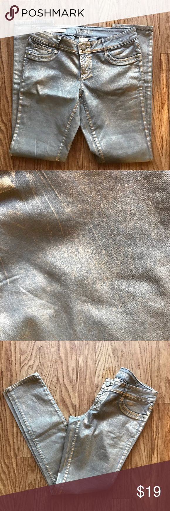 Decree Women Gold Blend Jeans Decree Women Gold Blend Jeans in excellent condition with metallic gold throughout   Color: Metallic Gold Decree Pants Skinny