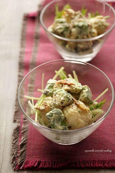 和風テイストのデリ風サラダ。  えびとアボカドとブロッコリーの和風バージョ☆つんと鼻から抜ける辛子の風味がたまりません♪