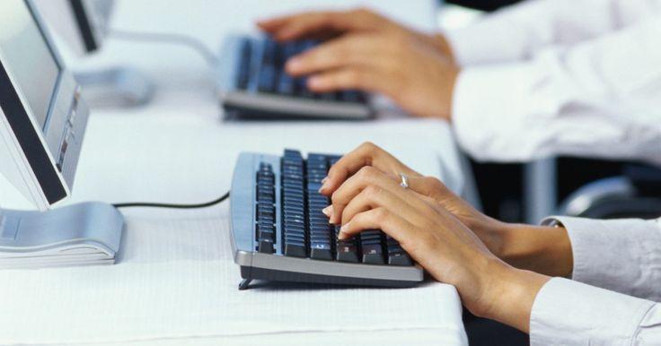 """Cómo activar las teclas de función en un teclado Microsoft. Las teclas de función son teclas especiales que se utilizan para asignar accesos directos a programas y tareas especiales al teclado. Estas teclas están ubicadas en la parte superior de la mayoría de los teclados y se etiquetan desde """"F1"""" hasta """"F12"""". Es posible que algunos teclados sólo tengan 10 teclas de función, mientras que otros pueden tener ..."""