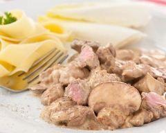 Sauté de veau aux champignons au Cookeo : http://www.cuisineaz.com/recettes/saute-de-veau-aux-champignons-au-cookeo-79509.aspx