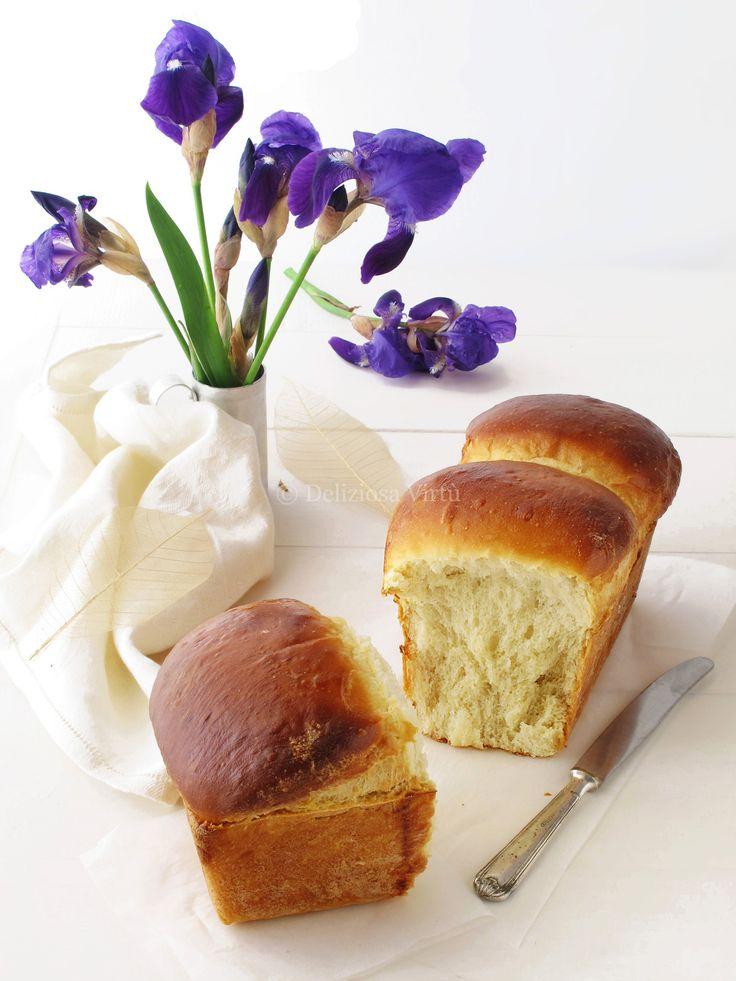 Ciao a tutti e ben ritrovati! Il pane di Hokkaido al latte noto anche come Pane Dolce Asiatico è un pane popolarissimo in tutte le panetterie asiatiche. Un lievitato dalla consistenza molto soffice e profumato. La sua morbidezza è dovuta al metodo giapponese Tang zhong ossia vengono miscelati insieme farina e acqua e fatti cuocere…
