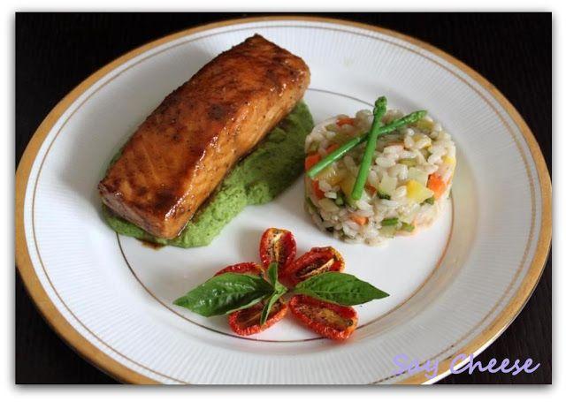 Кулинарный блог Say Cheese: Глазированный лосось на ложе из мятного горохового пюре с овощным ризотто