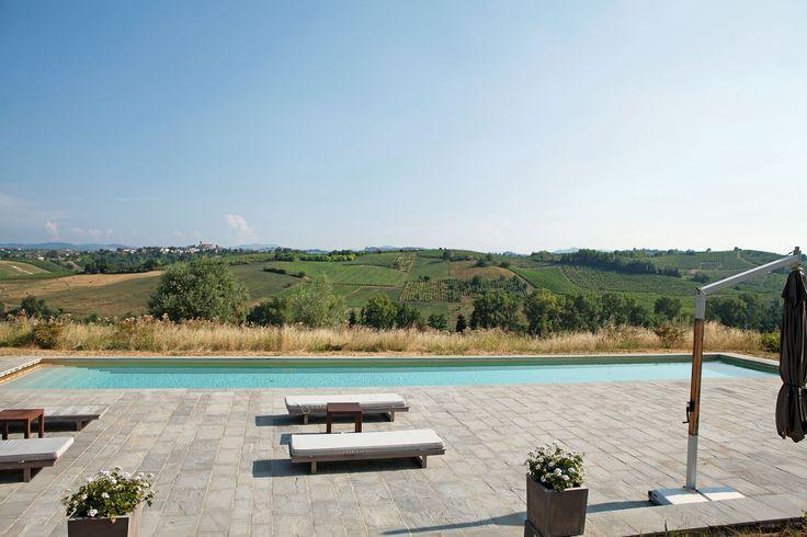 #solarium realizzato con #quarzite #grey a spacco #swimming #pool #real #stone  www.jaipurpietre.it