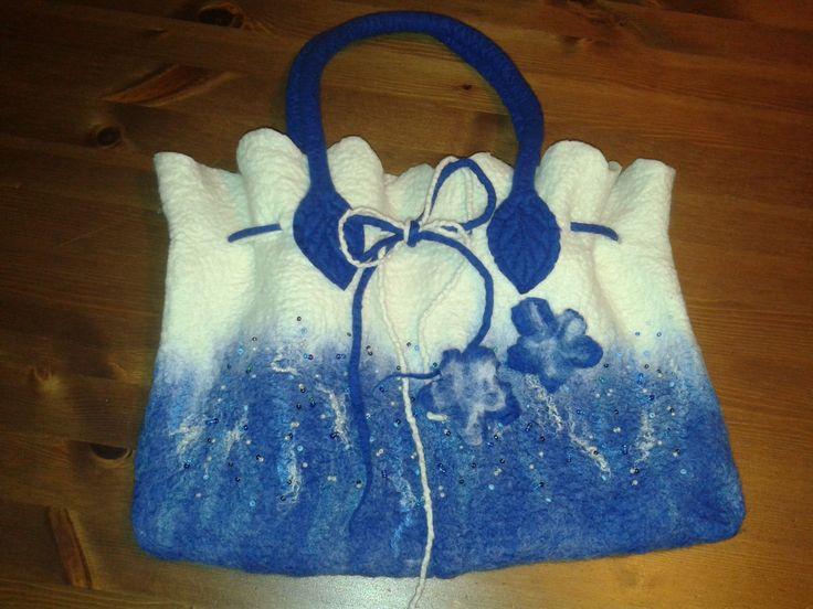 originál kabelka vyrobená technikou mokrého plstění z jemné merino vlny