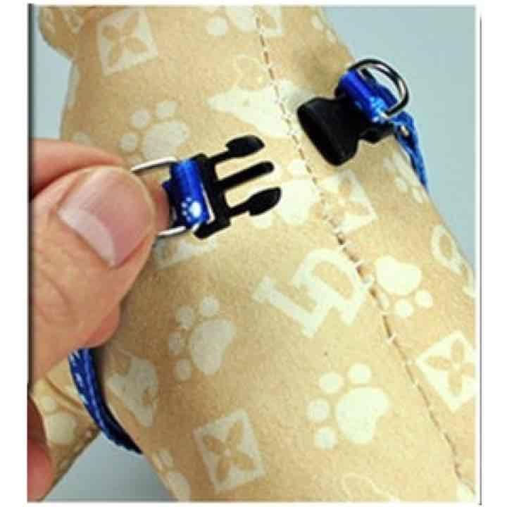 簡易なナイロンハーネスとリードセット Sサイズ 調整機能 超小型犬用胴輪  ワンちゃん用散歩用品  特徴: 1. 取り付けは簡単、前脚を通してパチンとはめるだけ。  2. 胸・脇部分は調節ベルト付き成長に合わせて大きく広げることができます。  3. ハーネスとリードはフックで取り付け。  カラー :    グリーン                  バイオレッド  あり  サイズ: S (調整機能)  胴周り: 20 - 30 cm   リード: 幅  約 1.0 cm      長さ 約 120 cm  材 質: ナイロン  生産国: 中国  「超小型犬 犬種参考」 カニンヘン・ダックスフンド、チャイニーズクレステッド、チワワ、狆、トイ・マンチェスターテリア、ノーリッチテリア、ブリュッセルグリフォン、ポメラニアン、ヨークシャー・テリア(ヨーキー)  [注意事項]  ※ 採寸を十分に行ったうえでご購入ください。 胴周り: 胴の一番太い所を測ってください。  ※ お求めの際に、ワンちゃんの胴周りを事前に測り、サイズをお確かめいただけますようお願いいたします。…