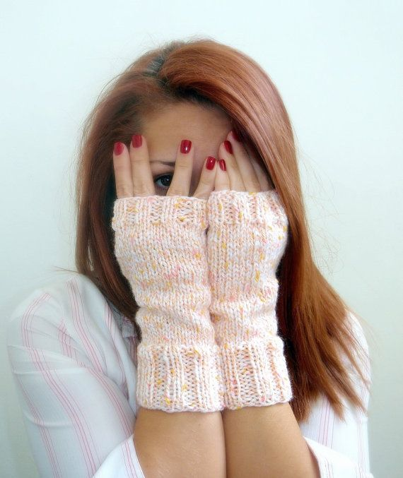 Fingerless handmade knit mittens women's white pink by Kikoa, €30.00