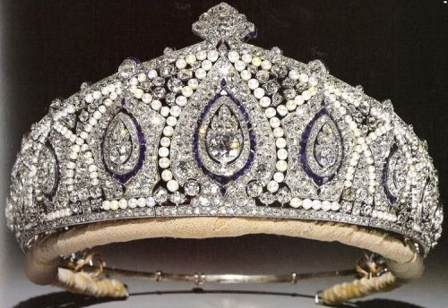 Princess Marie-Louise sapphire, pearl & diamond Indian Tiara from Cartier. Marie-Louise was a granddaughter of Queen Victoria, the Fourth child of Princess Helena & Prince Christian of Schleswig-Holstein. She wore this tiara for the 1953 Coronation of the present Queen. Godmother to Prince Richard, the Duke of Gloucesters & the tiara is worn by the present Duchess of Gloucester.
