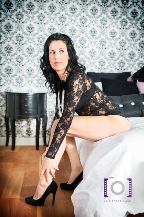 photo de charme femme sexy lingerie photo 2 filles et 1 flash photos de 2. Black Bedroom Furniture Sets. Home Design Ideas