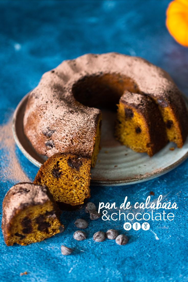 The easiest dark chocolate and pumpkin bread, you'll find. You just won't resist the very yummy twist in this classic treat. And as a bonus, it is vegan. Chocolate Pumpkin Bread, Vegan Pumpkin Bread, Pumpkin Scones, Bread Maker Recipes, Bakery Recipes, Vegan Treats, Vegan Snacks, Delicious Vegan Recipes, Delicious Desserts