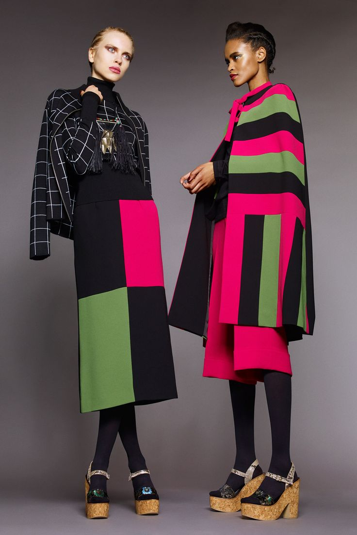 Duro Olowu Fall 2015 Ready-to-Wear - Collection - Hot pink, green and black color block cape
