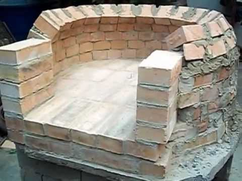 Mi horno de ladrillos video completo Might need a translator on this one but the build is simplicity and he makes his own chimney form and damper! Very cool!