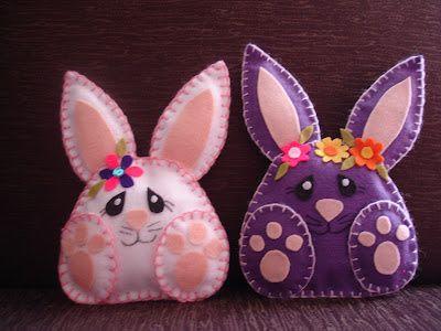 Apresento meus simpáticos coelhinhos! Todos feitos à mão, em feltro!