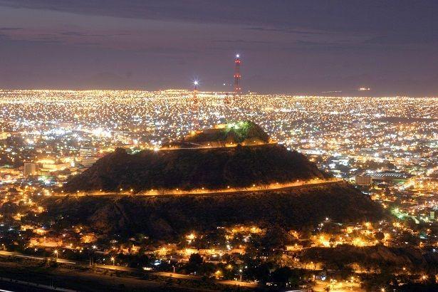Hermosa postal del cerro de la campana en la ciudad de Hermosillo, Sonora Mexico saludos =) - @rsgerman88