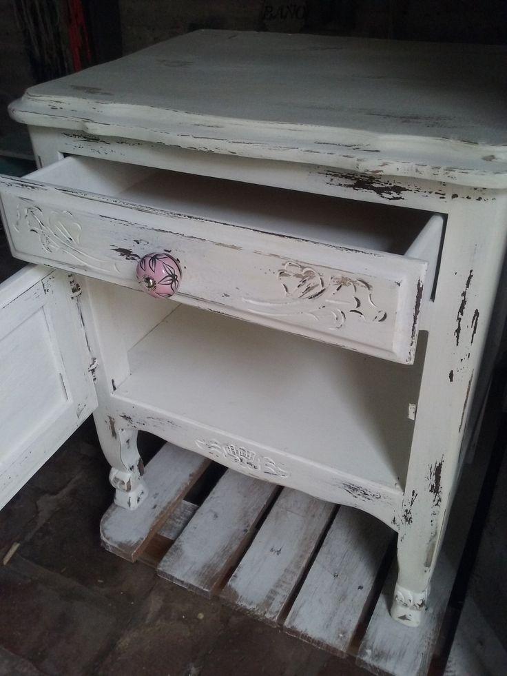 Mesa de luz provenzal. decapado en blanco y madera