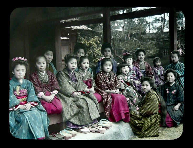 Nice, natural lighting of the beautiful faces. Ca.1900-1910 Hand-tinted Glass Lantern Slides sold by T. TAKAGI of KOBE. Photos attributed to KOZABURO TAMAMURA of Yokohama, who sold his negative stock and Kobe branch studio to Takagi.