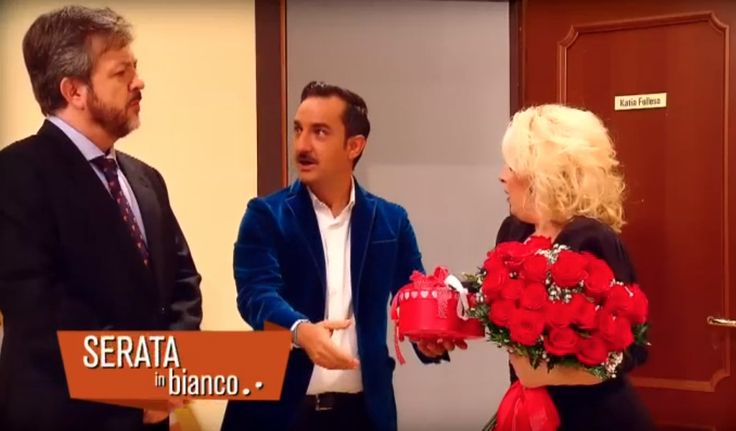 "Nicola Savino in ""Quanto Manca"" promotional spot wearing a Bluette Velvet Jacket by Maison Lvchino"