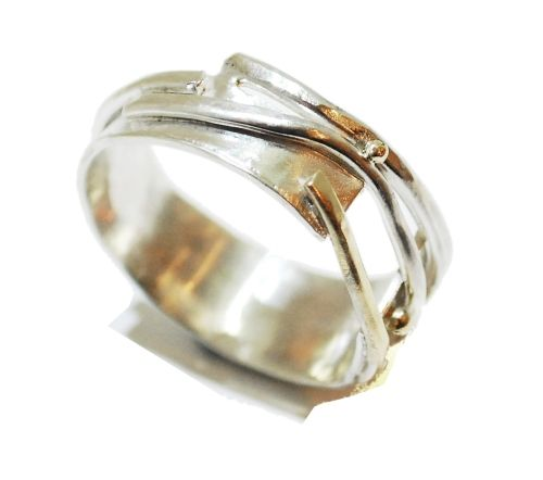 A sterling silver and 9ct gold ring that curves elegantly around the finger. by Sunsanna Hanl #unusual #wedding #rings #London #Nude #Jewellery