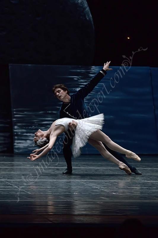 swan lake ballet  www.imagesoundexpert.com
