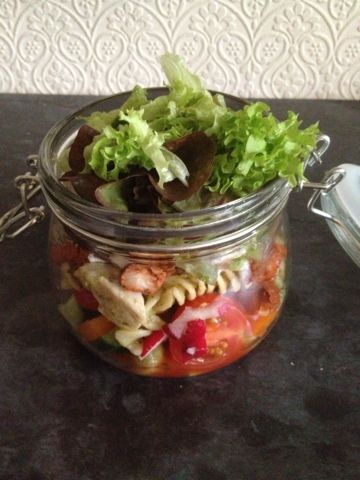 ♥Kies World ♥: Jar salads - why am I the last to know? Jar salads are fab for slimming world members, no soggy salad! Stuff your jar with loads of delicious free foods :)