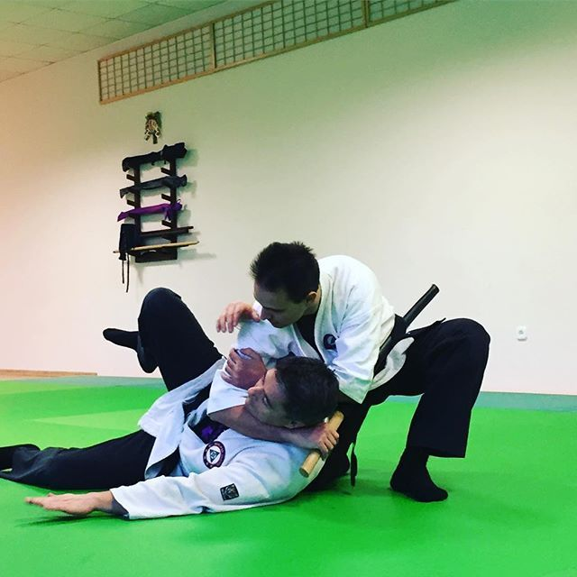 A little grab and choke 😄 // Egy kis fojtás 😄 #szegedbudokan #martialarts #academy #szeged #budokan #harcművészet #seibukan #jujutsu #seibukanjujutsu #jiujitsu #mylife #warrior #spirit #budo #bushido #blackbelt #whitebelt #training #practice #honor #integrity #discipline #katana #iaito #choke #sword