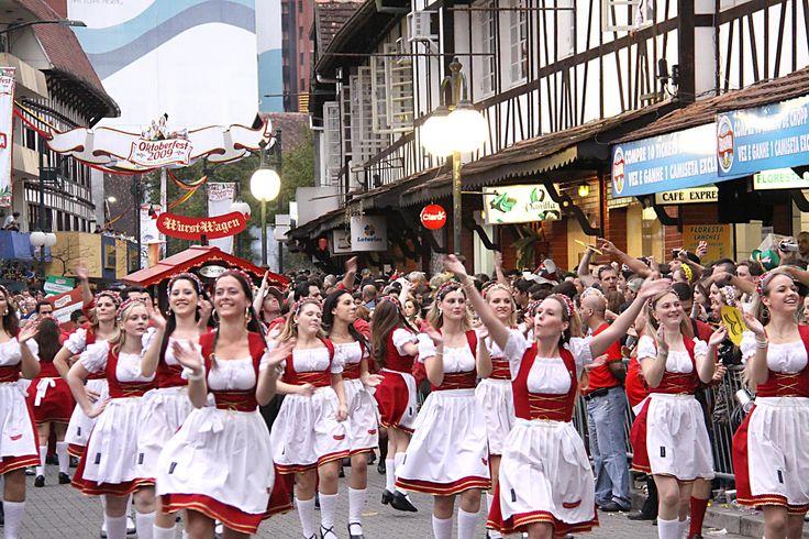 http://wwwblogtche-auri.blogspot.com.br/2012/10/oktoberfest-de-blumenau-fotos.html  Oktoberfest de Blumenau - Fotos