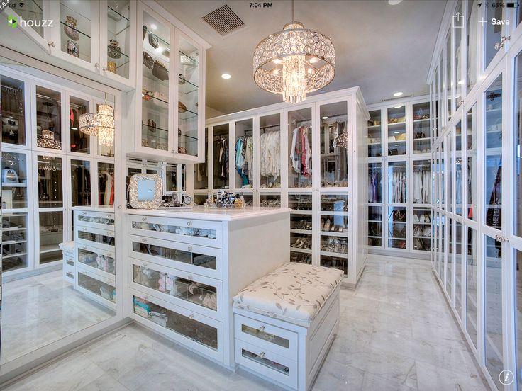 Beautiful closet. ❤️