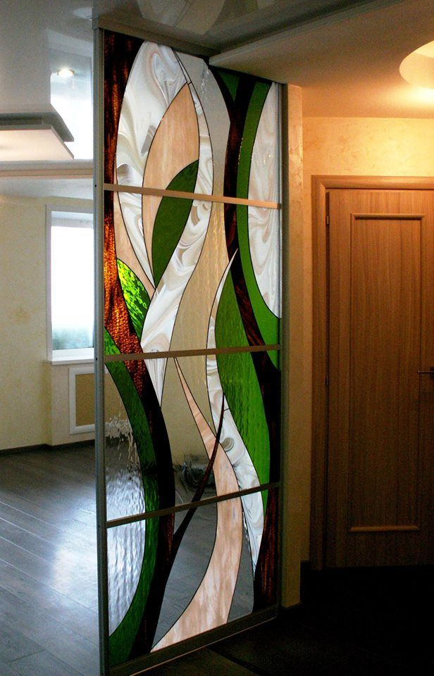 Stained glass as partition in niche