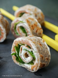 Pikante Buchweizen-Crepe (mit Lachs, Rucola, Parmesan) - milchfreie, evtl vegane Füllung überlegen