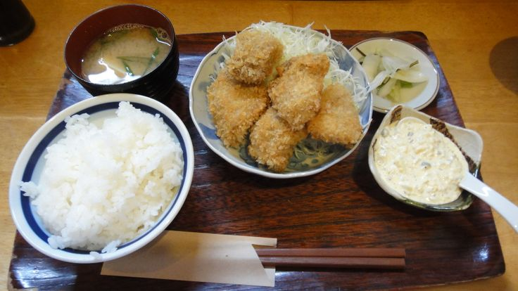 京都清水寺付近にあるマグロ料理専門店。エンドウのマグロかつ定食。