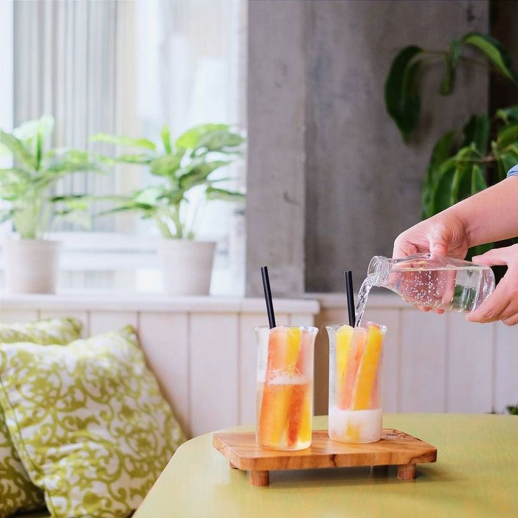 When Good Food meets Good Mood. Check my new article on @breaktimeind about Three Bears Cafe :  http://bit.ly/ThreeBearsCafe  This fruity Bear Punchs the ultimate thirst buster  #inijiegram #food #TableToTable #kuliner #culinary #handsinframe #colors