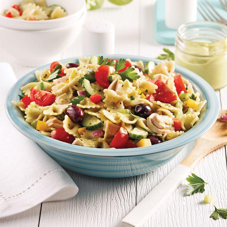 Explosion de saveurs garantie avec cette salade de pâtes au thon et aux légumes!
