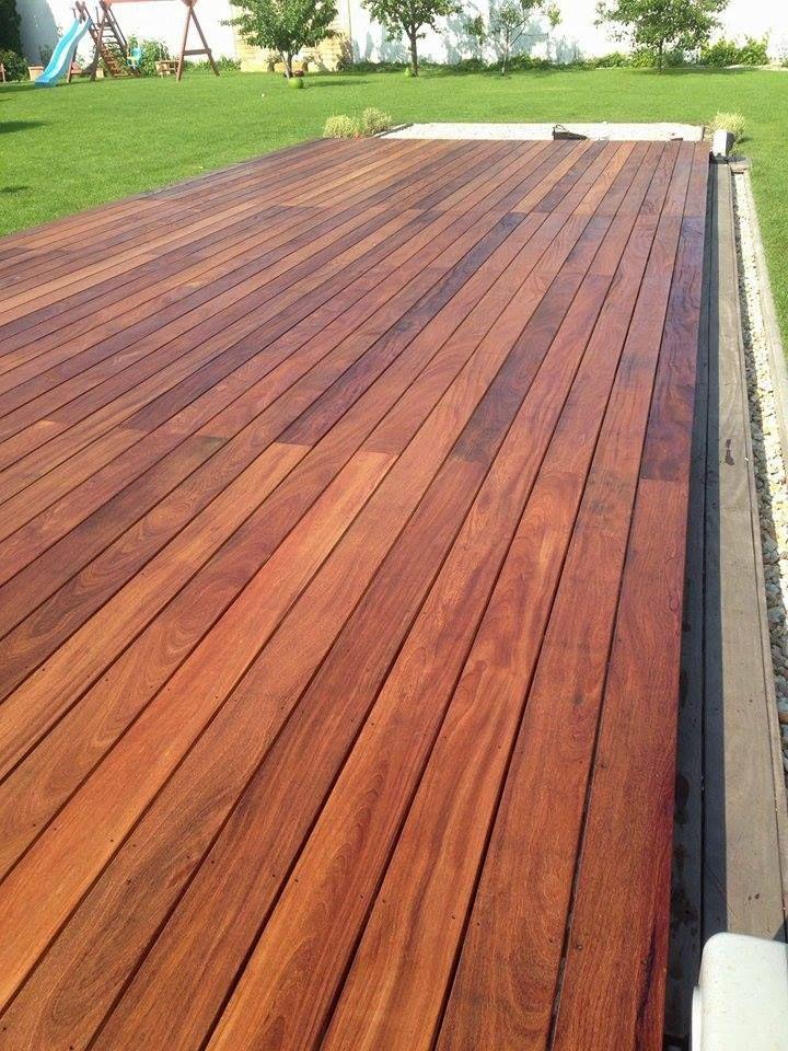 Prekrytie bazénov Cumaru Delfino - elegantná drevená terasa nad bazénom