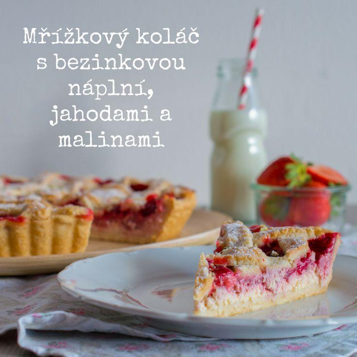 SUGARTOWN: Mřížkový koláč s bezinkovou náplní, jahodami a malinami