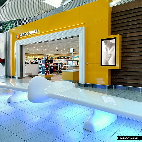 tjep s second collaboration with schiphol airport has resulted in the redesign of lounge the project consists of the design of two retail sections and a