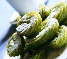 A hybrid dessert combining the taste of Japanese matcha green tea and the traditional Mexican dessert favorite, churros!