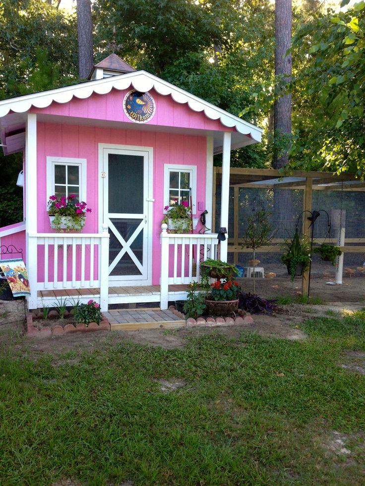 Very pretty hen house pretty chicken coop ideas for Really cute houses