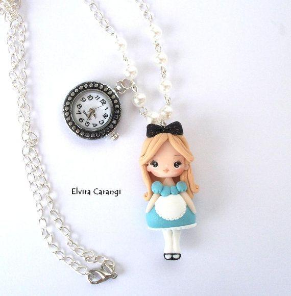 Alice con reloj