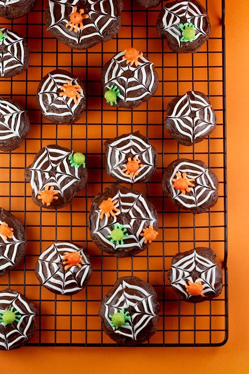 172 best T s t u f f images on Pinterest Halloween prop, Halloween - decorating ideas for halloween cupcakes