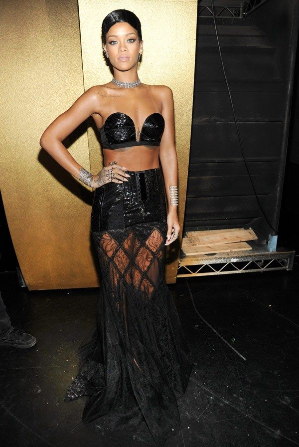 Rihanna looked so sexy at the 2013 #AMAs