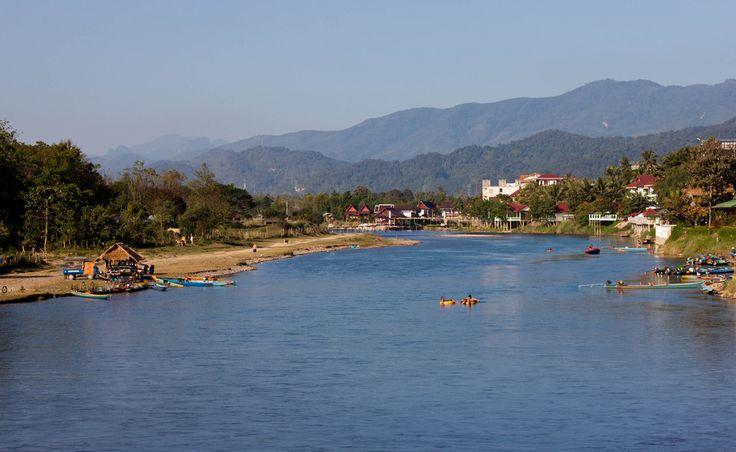 Vang Vieng, Laos (par saturnism). En savoir plus: http://voyager-au-laos.com/sites-a-visiter/vang-vieng