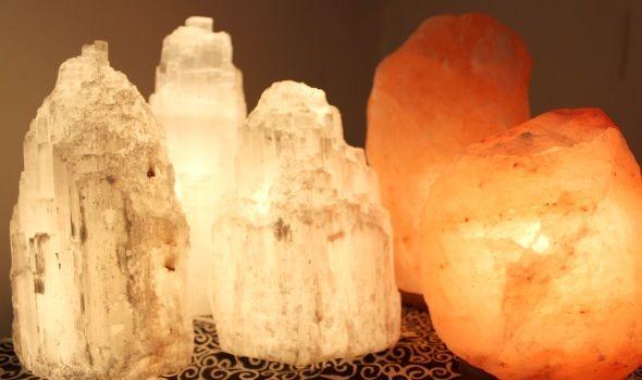 lampe de #sel ou lampe en #sélénite? Retrouvez nos conseils sur le #blog: http://www.ecoclicot.com/blog/nos-marques/la-selenite-une-pierre-aux-mille-bienfaits.html