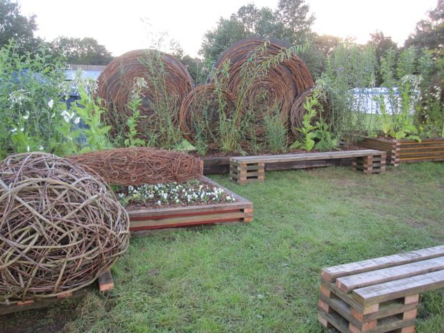 Whole garden weaving !