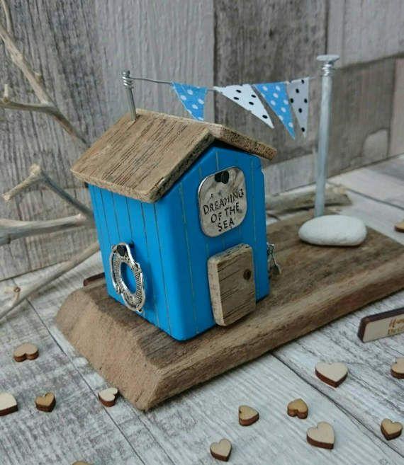 Sea Point  Handgemaakte originele kunstwerken van DriftwoodSails   Hier is uw zeer eigen hout strand Hut in gebruik, met gestreepte weatherboard in koboltblauw, drijfhout deur dak, dromen van de zee teken, leven gordel, emmer & spade, polka dot vlag gors   Perfecte Mothers Day gift, een housewarming cadeau voor iemand verhuizen naar een nieuw huis, een speciale verjaardagscadeau of een unieke 5e bruiloft verjaardag geschenk (hout).  Dit stuk is ingesteld op een mooi stuk van verweerde Ken...