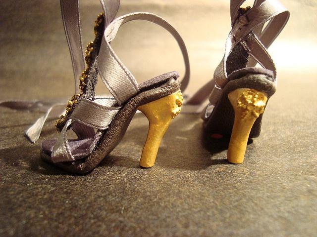 Shoe Tutorial - by em`lia, via Flickr