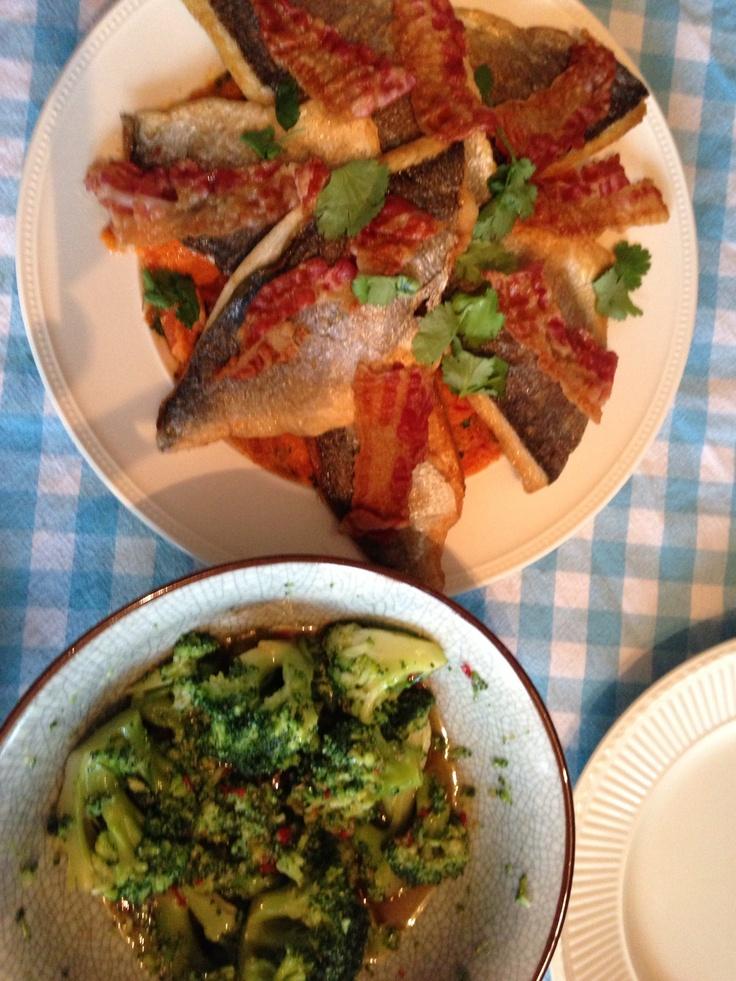 Dorade met krokante pancetta, zoete aardappelpuree en oosterse groenten